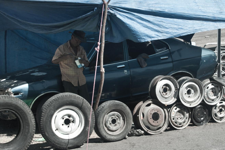 roue voiture bleue olivier octobre photographe montpellier mexique guatemala honduras documentaire reportage