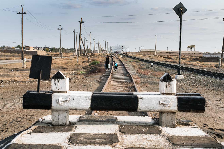 famille chemin de fer frontière ouzbekistan kirghizstan ex-URSS Asie centrale olivier octobre photographe documentaire reportage