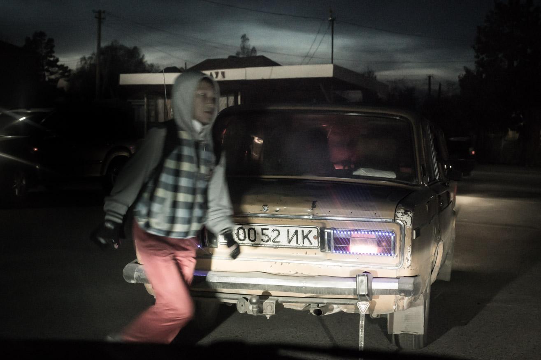 voiture nuit ouzbekistan kirghizstan ex-URSS Asie centrale olivier octobre photographe documentaire reportage